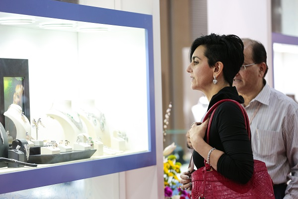 انطلاق أسبوع دبي للمجوهرات