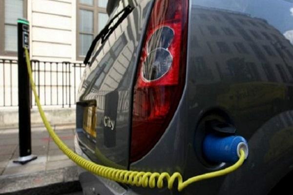 تخطط بريطانيا لتحقيق زيادة ضخمة في عدد السيارات الكهربائية لخفض التلوث