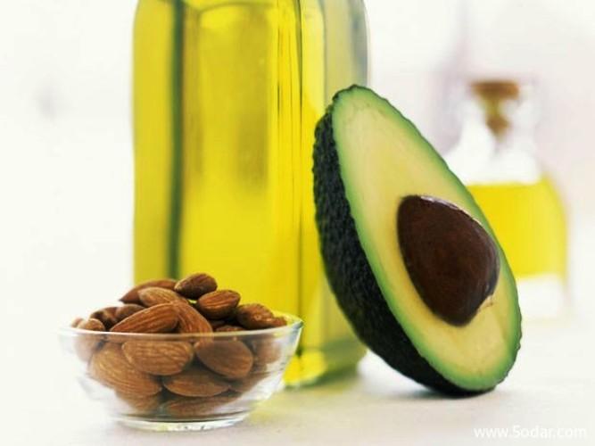 يوجد الكثير من الدهون المفيدة والصحيّة في المكسرات وزيت الزيتون وغيرها... المطلوب الاعتدال في تناولها وليس تجنبها نهائيا