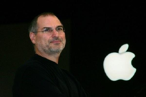 ستيف جوبز مؤسس آبل في باريس في 20 سبتمبر 2005 خلال المعرض السنوي لابل