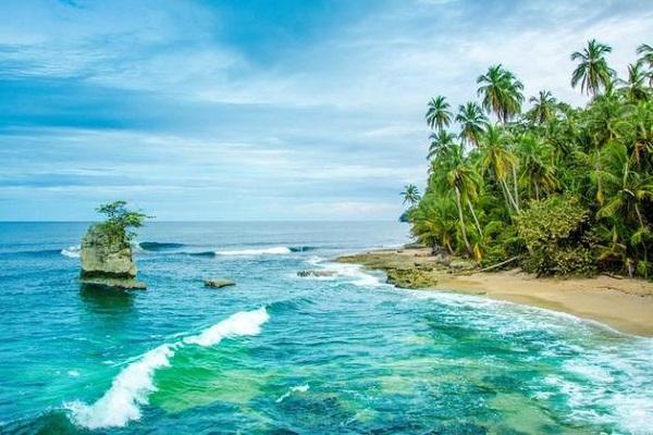 جانب من شاطئ كوستاريكا