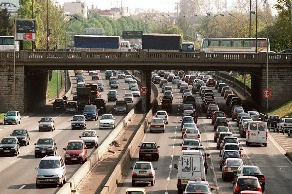 باريس تمنع السيارات القديمة من التجول في شوارعها