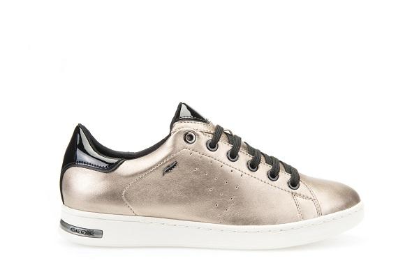 جيوكس تبدع في تشكيلة أحذيتها الرياضية النسائية الجديدة