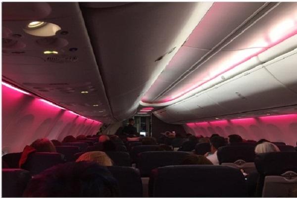 قبطان يحيي متظاهرات واشنطن باللون الزهري