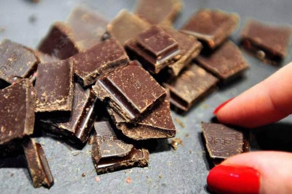 تساعد مضادات الأكسدة في الشوكولاته على حماية الجسم من الكولسترول