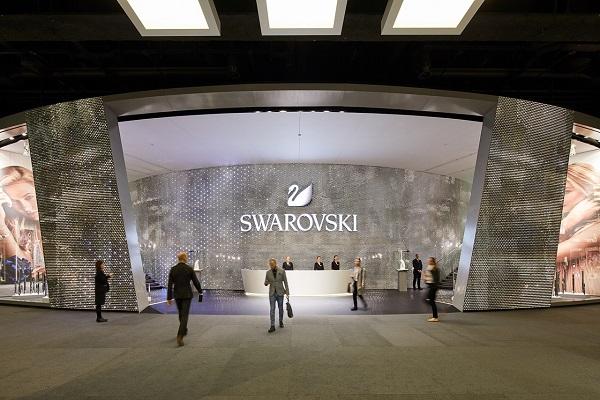 سواروفسكي تطلق تشكيلة ساعات نسائية لخريف وشتاء 2017