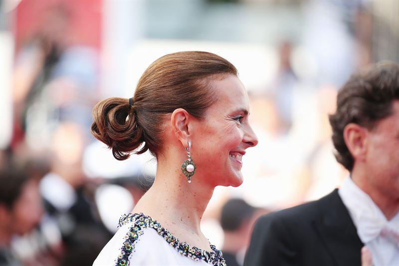 الممثلة الفرنسية كارول بوكيت وأقراط من شانيل