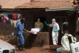 دفن ضحايا إيبولا أنقذ العالم وآلاف الأرواح من الفيروس الفتاك