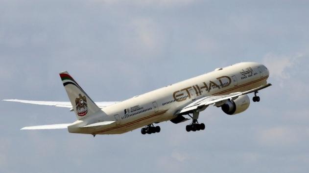 الولايات المتحدة ترفع حظر السفر بأجهزة الكمبيوتر المحمول على الطائرات من أبو ظبي