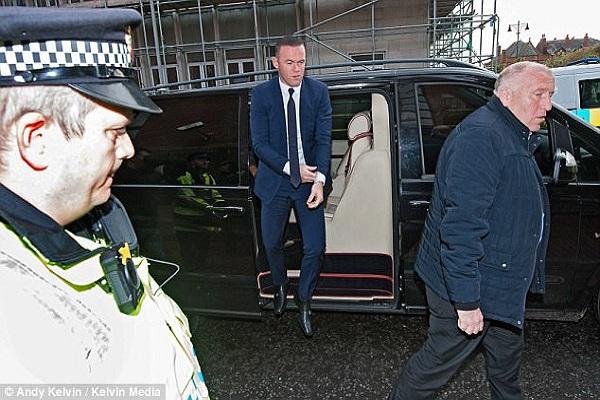 واين روني في طريقه الى المحكمة