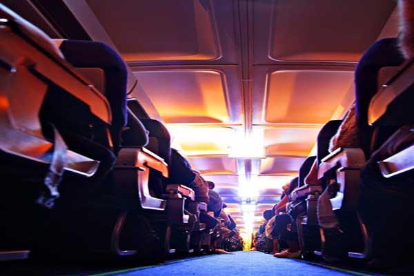 تلاصق الركاب في الطائرات سبب رئيس للرشح
