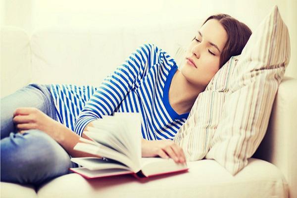 القراءة تساعد على النوم