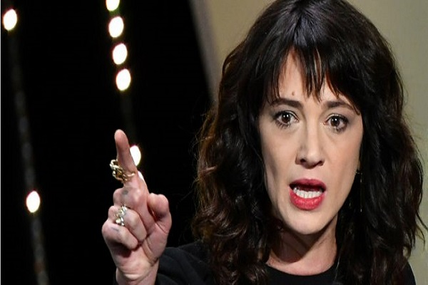 اتهام الممثلة آسيا أرجنتو بالاعتداء الجنسي على الممثل جيمي بينيت