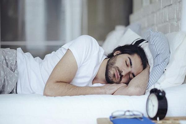 قلة النوم أو كثرته يشكلان خطرا على صحة القلب