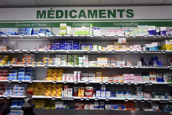 أدوية عديدة تباع في صيدليات فرنسا مضارها تفوق فؤائدها