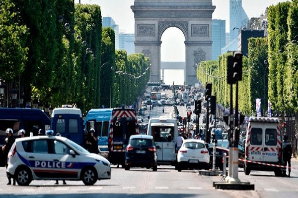 باريس تحظر السيارات أول يوم أحد من كل شهر!