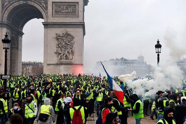 قوس النصر في باريس يحجب عن السياح