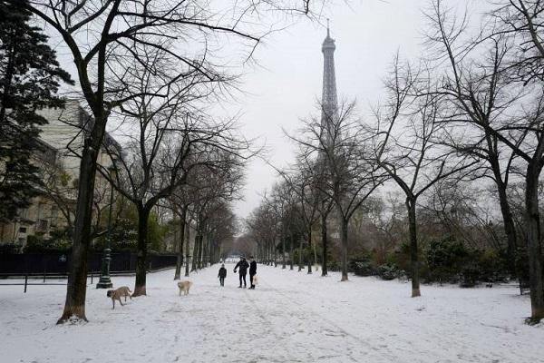 الثلوج في باريس