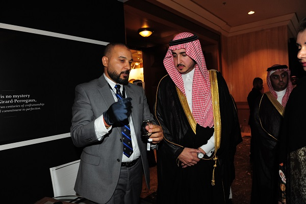 سمو الأمير فيصل بن نواف بن عبد العزيز آل سعود خلال جولته في المعرض
