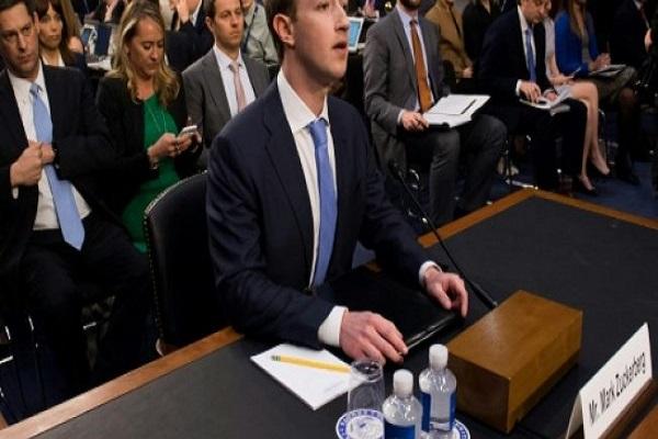 مارك زاكربرغ المدير العام لموقع فيسبوك عند مثوله أمام الكونغرس