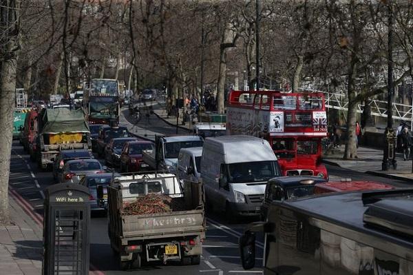 الازدحام في أحد شوارع لندن