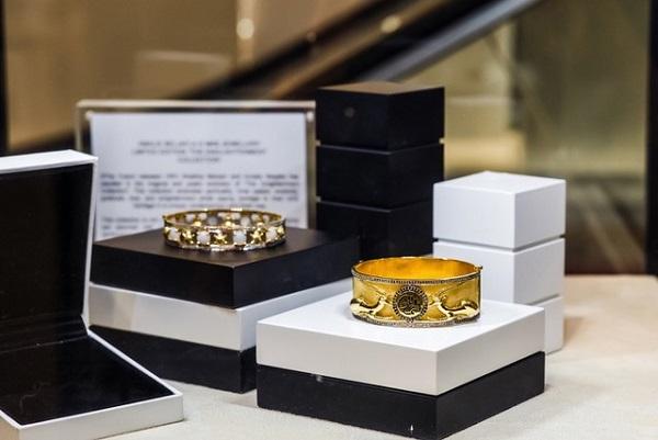 بلومينغديلز دبي وهيئة دبي للسياحة يطلقان تشكيلة مجوهرات من MKS