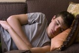 دراسة تحث الآباء على منع الهواتف الذكية بغرف النوم بعد العاشرة مساء
