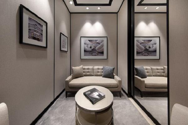 فاشيرون كونستانتين تعيد افتتاح بوتيكها في مول الإمارات