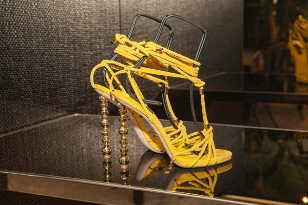 Dsquared2 تتميز بأحذيتها الأنيقة