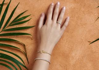 Vhernier تمزج البساطة والتطور في مجوهراتها