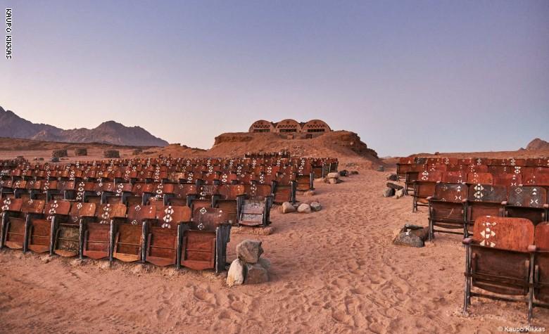 سينما آخر العالم في صحراء سيناء