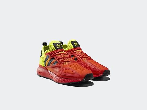 حذاءان جديدان من أديداس