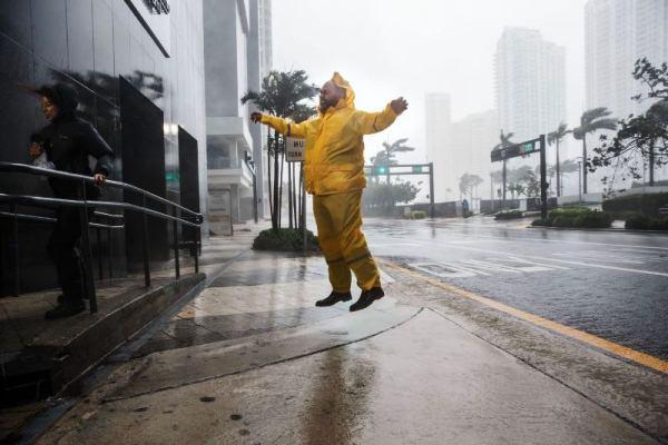 اعصار إيرما يحتل المركز الأول في الكلمات الأكثر بحثا على غوغل