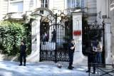 عناصر من الأمن الفرنسي أمام مقر السفارة الإيرانية في باريس