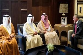 عاهل الاردن مستقبلا وزراء المال الخليجيين الثلاثة