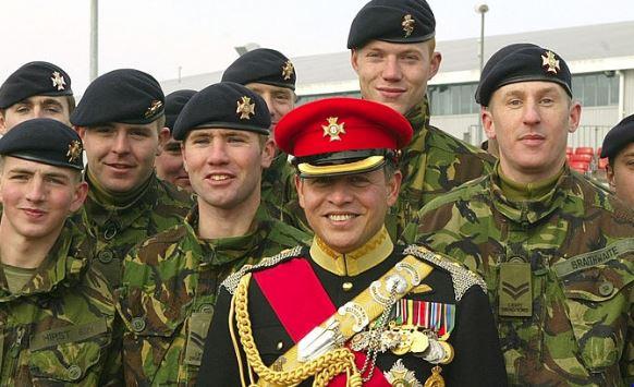 عبدالله الثاني يحضر برنامجا عسكريا في بريطانيا