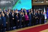 لقطة تذكارية لزعماء الاتحاد الاوروبي مع قادة آسيويين في بروكسل في التاسع عشر من تشرين الاول/اكتوبر 2018