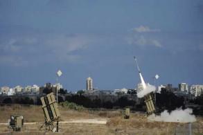 قذيفة تنطلق من إحدى بطاريات القبة الحديدية في أشدود لاعتراض صواريخ تطلق من قطاع غزة