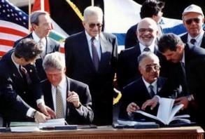 جانب من توقيع اتفاقية وادي عربة العام 1994