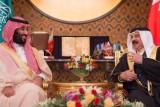الملك حمد مستقبلا الأمير محمد بن سلمان