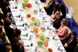 قادة وزعماء حول مأدبة طعام - أرشيفية
