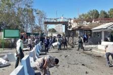 مشهد عام من ساحة الهجوم ضد مقرّ شرطة مدينة جابهار في جنوب شرق إيران