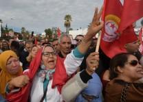 نساء تونسيات في مقدمة تظاهرة نقابية دعا لها الاتحاد العام التونسي للشغل