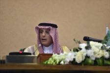 عادل الجبير خلال مؤتمر صحافي في ختام القمة الخليجية يوم الثلاثاء
