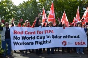 تظاهرة تدين انتهاك حقوق العمال في قطر