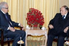 الأخضر الإبراهيمي في لقاء سابق مع الرئيس الجزائري عبد العزيز بوتفليقة