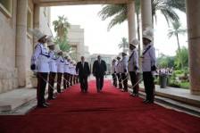 العبادي خلال تسليمه رئاسة الحكومة لعبد المهدي