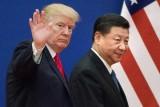 الرئيس الأميركي دونالد ترمب (يسار) وبجانبه نطيره الصيني شي جينبينغ في بكين بتاريخ 9 نوفمبر 2018