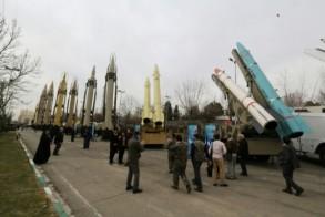 عرض أسلحة في طهران في الثاني من فبراير 2019