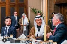 ولي العهد الأردني إلى جانب الملك عبد الله الثاني ورئيس وزراء الكويت